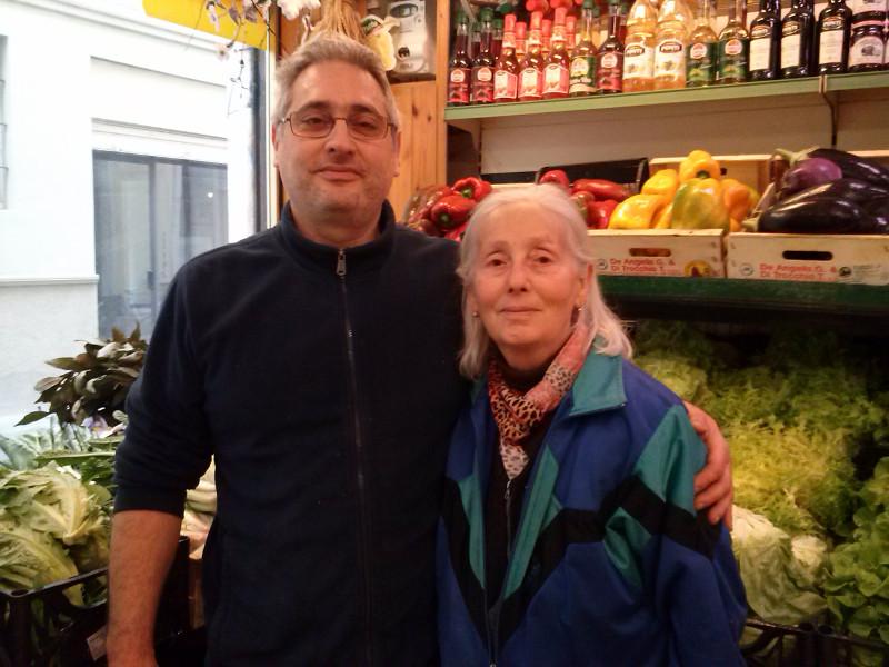 Auguri di compleanno all'ortofrutta Grassani, prossimo a festeggiare i 45 anni di attività